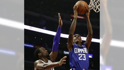Clippers hang on to defeat Mavericks, snap four-game losing streak