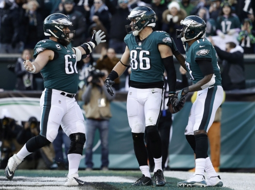 Eagles stay alive with 32-30 win over Texans
