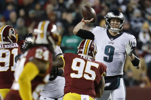 Nick Foles guides Eagles to playoffs, leaves game with injury, ties NFL record for consecutive completions