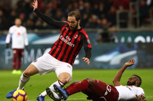 Gonzalo Higuain dropped by AC Milan amid Chelsea speculation as Blues prepare to battle Manchester United for £100m former Liverpool star