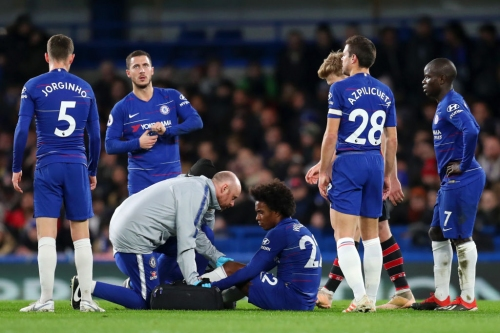 Willian hobbles off vs Southampton to add to Chelsea's injury woes