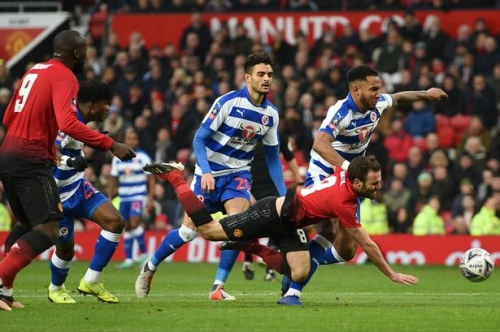 Former referee and pundits react to VAR for Juan Mata goal in Manchester United FA Cup win vs Reading