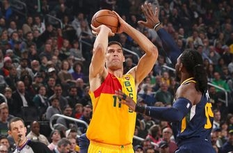 Lopez comes up big late in Bucks' 114-102 win over Jazz