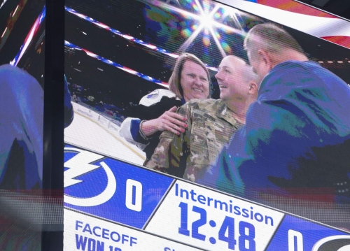 Army captain surprises family with return during Lightning game