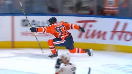 McDavid puts home tying goal with 8 seconds left against Panthers
