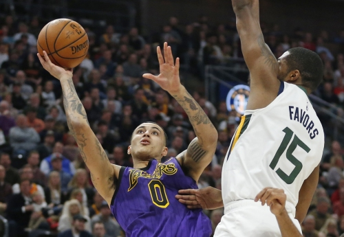 Lakers sink in offensively muddled loss to Jazz
