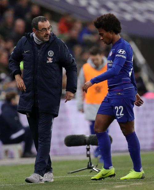 Maurizio Sarri wants Willian to make two improvements after Chelsea reject Barcelona bid