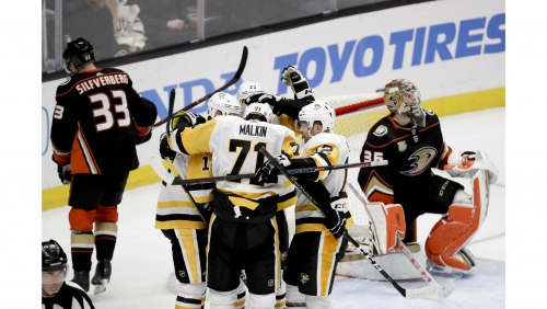 Ducks squander early 3-goal lead against Penguins, lose 10th in a row