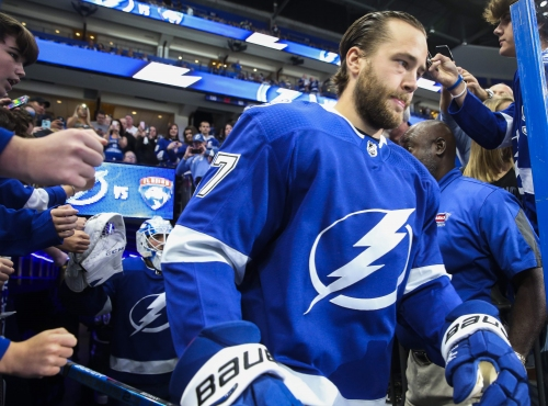 Victor Hedman leaves game after running into referee