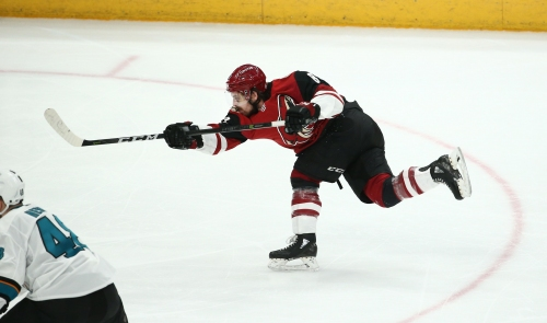 Coyotes offense ignites in blowout win over Sharks