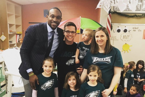 Alshon Jeffery visited 2nd grade class that wrote him letters of support