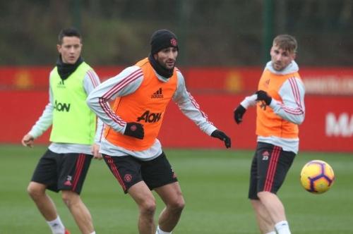 Manchester United suffer Marouane Fellaini injury blow