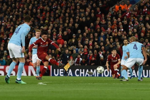 Liverpool FC midfielder Alex Oxlade-Chamberlain 'likes' tweet mocking Man City goalkeeper Ederson