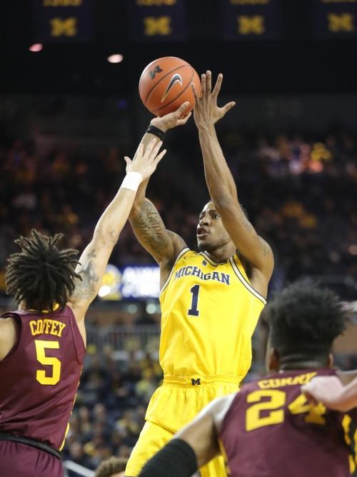 Michigan survives Minnesota, 59-57, on Charles Matthews' buzzer beater