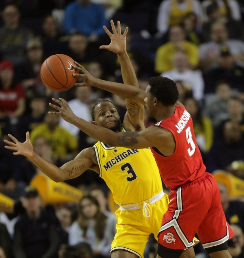 Michigan basketball spurred to victory by Zavier Simpson's swagger