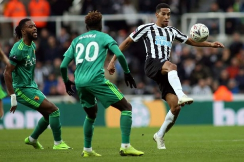 Aston Villa target Isaac Hayden arrives for Newcastle United training amid exit speculation