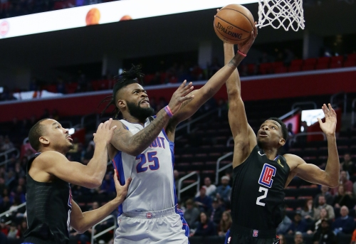 Clippers rally from 25 down, beat Pistons