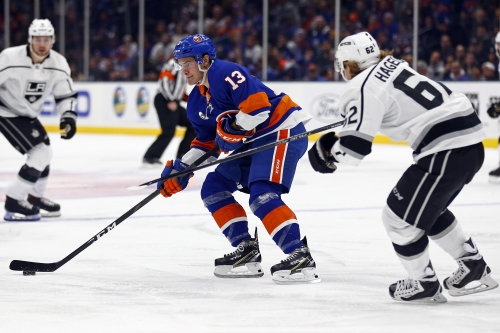 Dal Colle's late goal helps Islanders rally past Kings