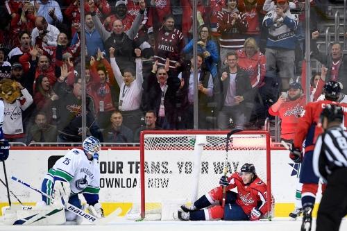 Ovechkin makes history as Capitals edge Canucks