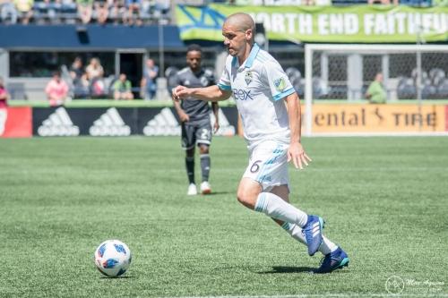 Major Link Soccer: Osvaldo Alonso bonding in Minnesota