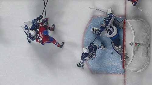 Jets' Connor Hellebuyck astonishes with leg save against Canadiens