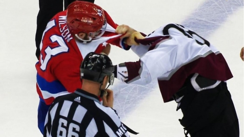 Tom Wilson destroys Ian Cole in fight after dirty play on Kuznetsov