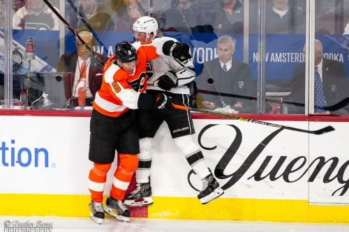 The Flyers lost to the Kings in the middle of the ice