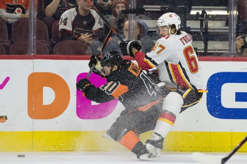 No Man at the Weal - Flyers Better Without Hapless Center
