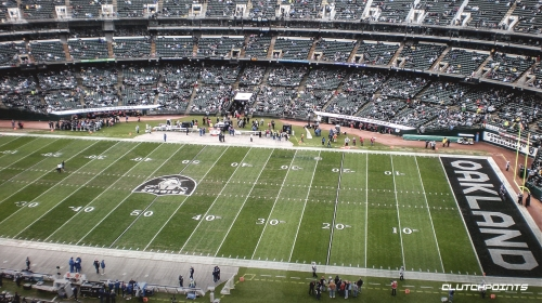 Raiders in negotiations with Coliseum to play in Oakland next season