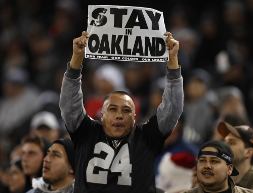Raiders reportedly in talks with Coliseum to play final season in Oakland