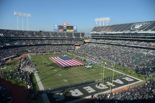 Report: Raiders re-open negotiations with Coliseum officials to play in Oakland next season