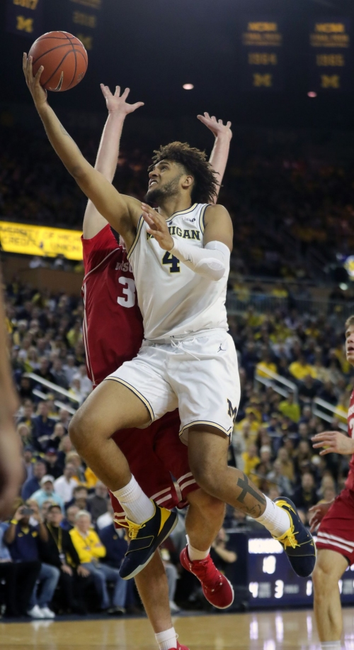 Thrilling win over Wisconsin gives Michigan edge in Big Ten title race
