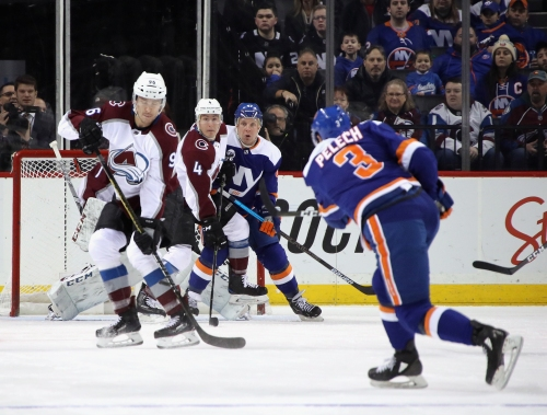 Avalanche's losing streak continues with overtime loss to Islanders