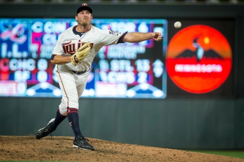 Lefty reliever Zach Duke signs 1-year contract with Cincinnati Reds
