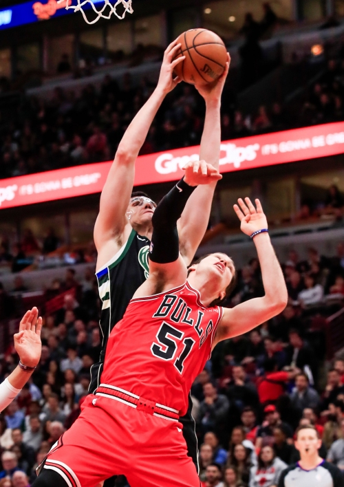 Notes: Ersan Ilyasova is out of his slump, Donte DiVincenzo out of his boot and Giannis has his hands full