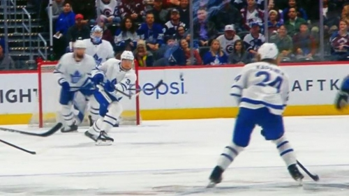 Matthews makes insane breakout pass to Kapanen for goal