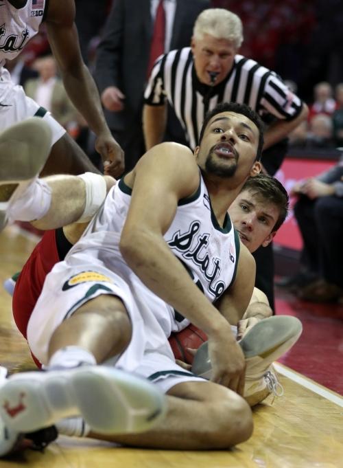 Michigan State's Kenny Goins makes game-sealing shot despite bad elbow