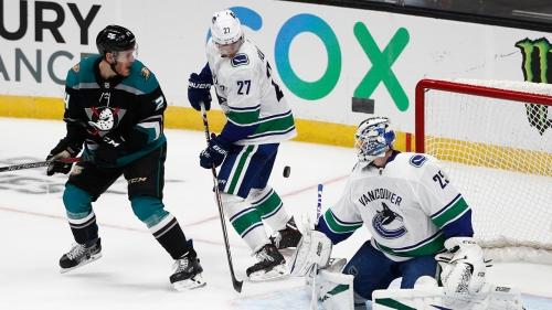 Canucks' Markstrom solid in return from injury scare
