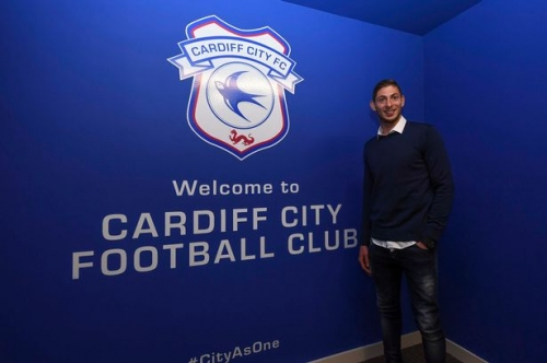 Cardiff City boss Neil Warnock among officials to attend Emiliano Sala's funeral