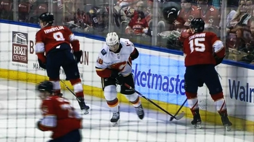 Flames' Neal leaves game vs. Panthers with upper-body injury