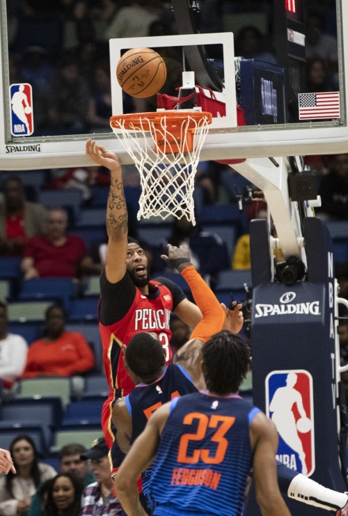 Pelicans lose Anthony Davis to shoulder injury, hold on to beat Thunder 131-122