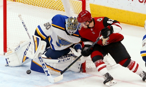 Coyotes can't find scoring stroke as red-hot Blues cruise to easy win