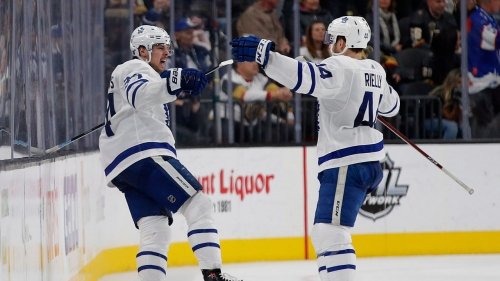 Leafs' Matthews continues memorable stretch with historic night