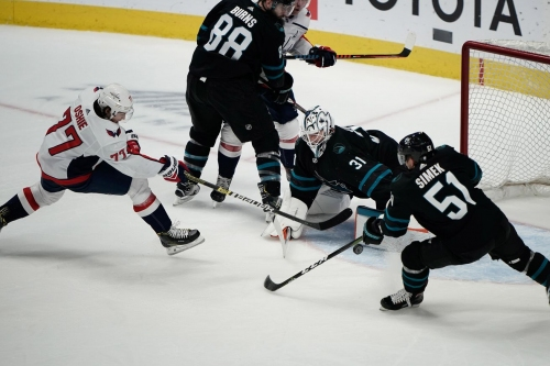Quick Bites: Capitals glide past mistake-prone Sharks