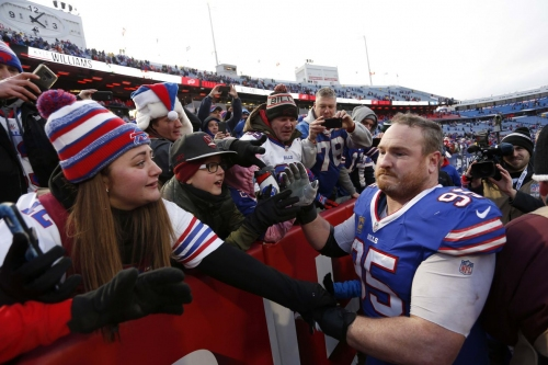 How long should the Buffalo Bills wait before letting other players use number 95?