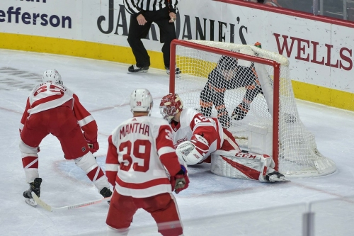Flyers look for season sweep over Red Wings tonight