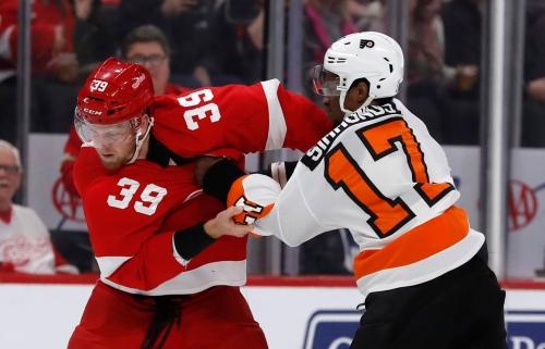 Detroit Red Wings lose Jonathan Bernier, then game, 3-1, to Philadelphia Flyers