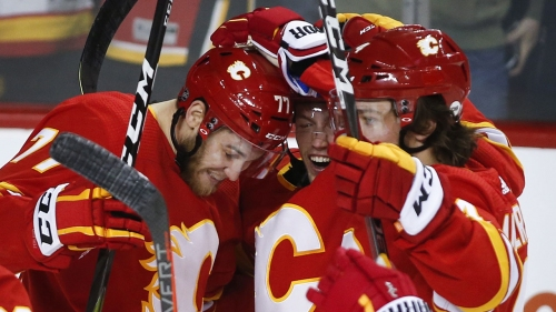 Czarnik, Gaudreau score in third as Flames double up Islanders