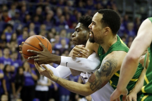 Oregon squeaks out of Washington with the W on senior night, clinching 6th seed in Pac-12 with fourth-straight win
