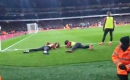 Matteo Guendouzi and Alex Iwobi duck down so Arsenal fans can watch penalty against Manchester United
